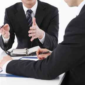 toledo auto accident lawyer holding a consultation
